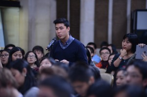 Mo Yan at Columbia with Students  2014a
