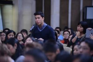 Mo Yan at Columbia with Students  2014a