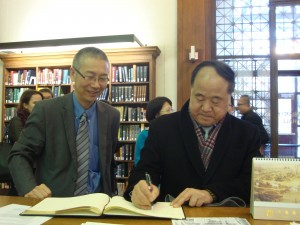 Mo Yan signing the Starr Library guestbook